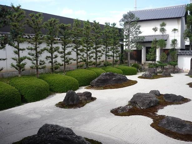 Japanischer garten splitt u splittmuster - Gartengestaltung mit splitt ...
